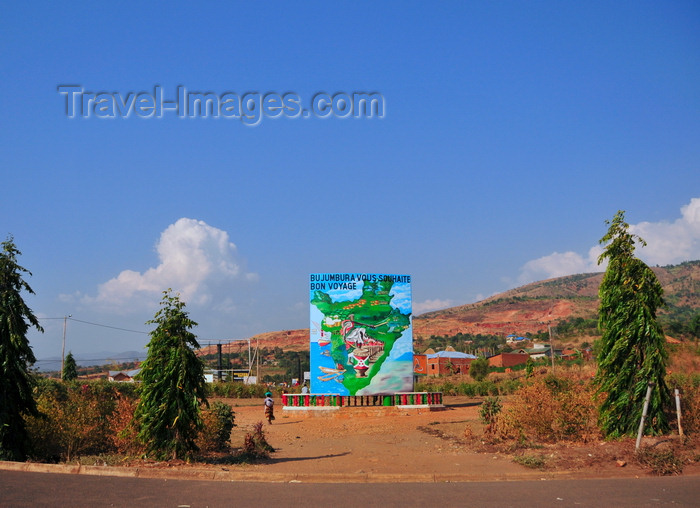 burundi4: Bujumbura, Burundi: roundabout at the city's exit - Bujumbura wishes you a good journey - photo by M.Torres - (c) Travel-Images.com - Stock Photography agency - Image Bank
