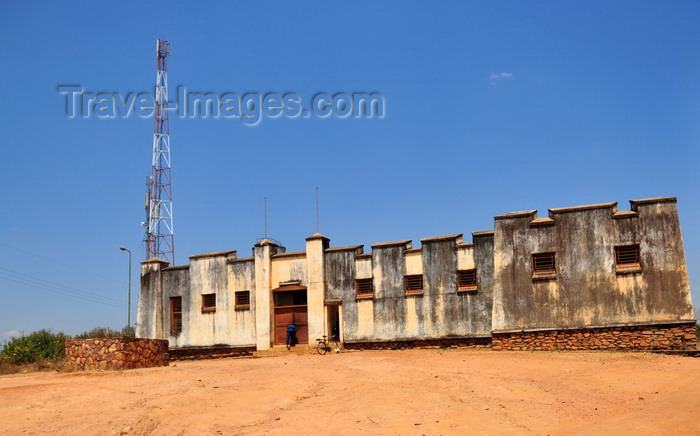 burundi64: Gitega / Kitega, Burundi: old German fort - used by the German governor of Rwanda-Urundi in the late 19th century, now occupied by the local police - antenna - photo by M.Torres - (c) Travel-Images.com - Stock Photography agency - Image Bank