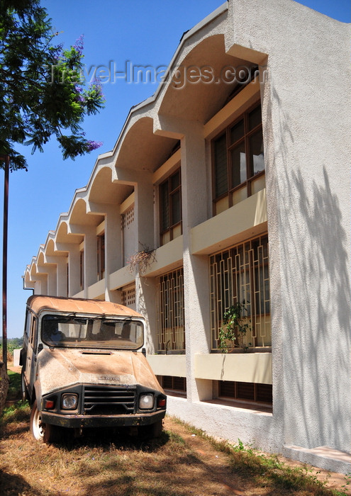 burundi68: Gitega / Kitega, Burundi: government building and decaying old Portuguese UMM 4WD vehicle - Musinzira hill - quartier administratif - photo by M.Torres - (c) Travel-Images.com - Stock Photography agency - Image Bank