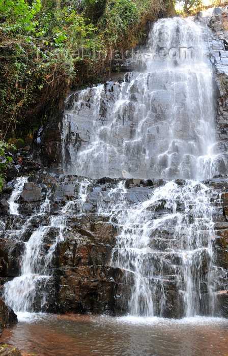 burundi77: Kagera Falls / Chutes de la Karera, Rutana province, Burundi: main fall - lower landing - Nkoma massif - photo by M.Torres - (c) Travel-Images.com - Stock Photography agency - Image Bank