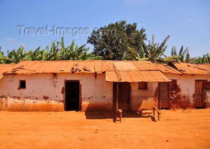 burundi78: Rutana province, Burundi: village dwellings with the usual porch for lazy afternoons protected from the sun - photo by M.Torres - (c) Travel-Images.com - Stock Photography agency - Image Bank