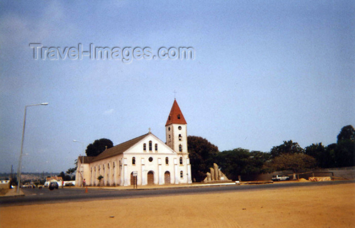 cabinda12: Angola - Cabinda - Tchiowa: Church of the Catholic Mission in Cabinda / missão católica - igreja (photo by FLEC) - (c) Travel-Images.com - Stock Photography agency - Image Bank