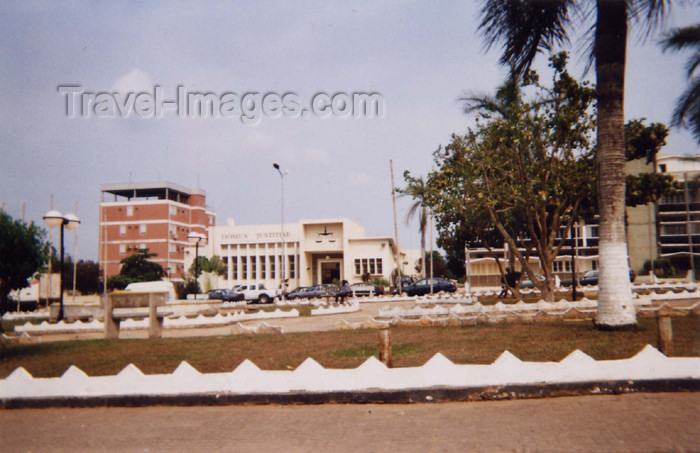 cabinda3: Cabinda - Tchiowa: the court / tribunal (photo by FLEC) - (c) Travel-Images.com - Stock Photography agency - Image Bank