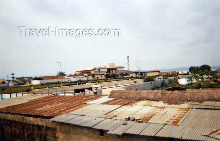 cabinda4: Cabinda - Tchiowa: tin roofs and Cinema Chiloango / telhados de zinco e Cinema Chiloango (photo by FLEC) - (c) Travel-Images.com - Stock Photography agency - Image Bank