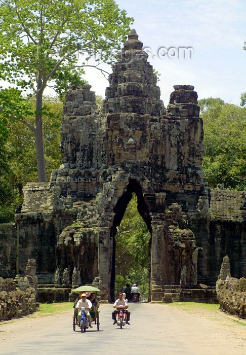 cambodia101: Angkor, Cambodia / Cambodge: Angkor Thom - tourists travel by motorbike and 'cyclo' through the South gate - photo by R.Eime - (c) Travel-Images.com - Stock Photography agency - Image Bank