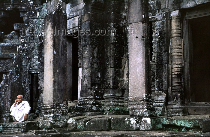 cambodia104: Cambodia / Cambodge - Angkor: Angkor Wat - resident nun - photo by J.Banks - (c) Travel-Images.com - Stock Photography agency - Image Bank