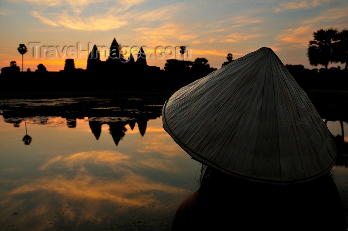 cambodia128: Angkor, Cambodia: woman with Vietnamese hat contemplates Angkor Wat at sunrise - photo by J.Hernández - (c) Travel-Images.com - Stock Photography agency - Image Bank
