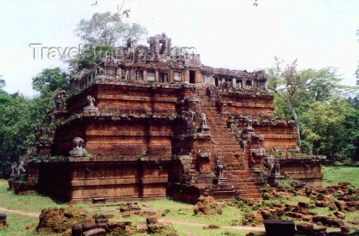 cambodia31: Angkor, Cambodia / Cambodge: Phimeankas or Celestial Palace -Angkor Thom - photo by Miguel Torres - (c) Travel-Images.com - Stock Photography agency - Image Bank