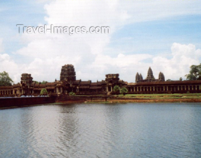 cambodia33: Angkor, Cambodia / Cambodge: Angkor Wat - from the moat - photo by Miguel Torres - (c) Travel-Images.com - Stock Photography agency - Image Bank