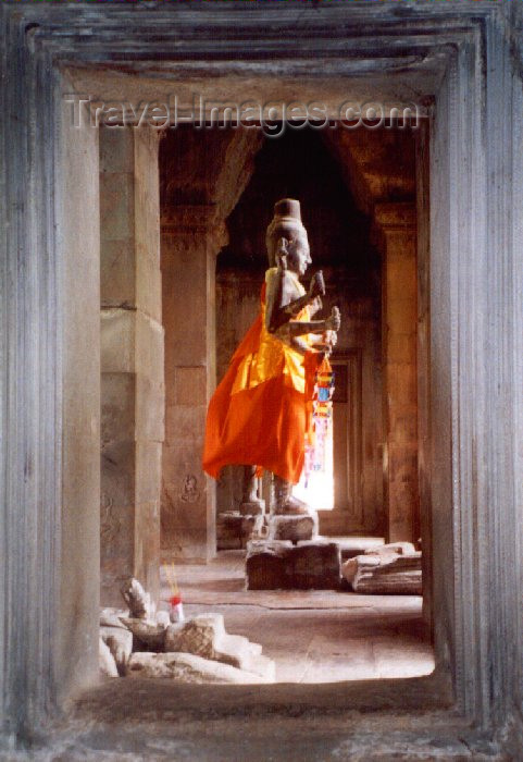 cambodia34: Angkor, Cambodia / Cambodge: Angkor Wat - Vishnu in the wind - photo by Miguel Torres - (c) Travel-Images.com - Stock Photography agency - Image Bank