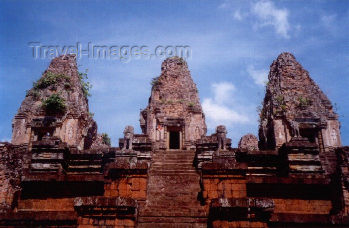 cambodia43: Angkor, Cambodia / Cambodge: Pre Rup - built as the state temple of king Rajendravarman - It is a temple mountain of combined brick, laterite and sandstone construction - photo by Miguel Torres - (c) Travel-Images.com - Stock Photography agency - Image Bank