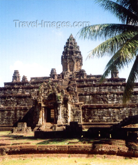 cambodia79: Angkor, Cambodia / Cambodge: Bakong - Roluos group - photo by Miguel Torres - (c) Travel-Images.com - Stock Photography agency - Image Bank