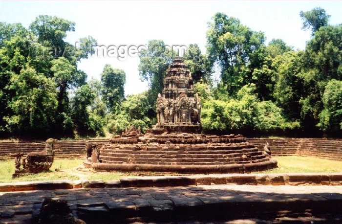 cambodia80: Angkor, Cambodia / Cambodge: Preah Neak Pean - empty pool - photo by Miguel Torres - (c) Travel-Images.com - Stock Photography agency - Image Bank
