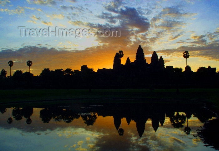 cambodia87: Angkor, Cambodia / Cambodge: Anglor Wat - sunrise - first described to the West by Portuguese monk Antonio da Magdalena - Unesco world heritage site - photo by Rod Eime - (c) Travel-Images.com - Stock Photography agency - Image Bank