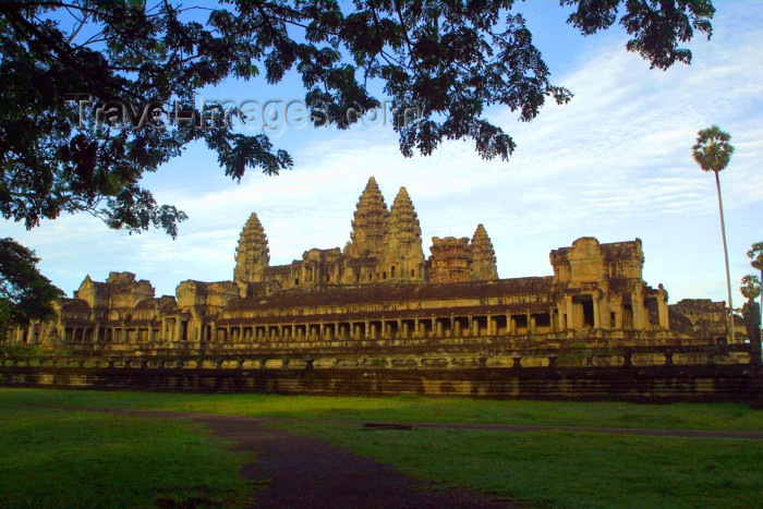 cambodia88: Angkor, Cambodia / Cambodge: Anglor Wat - sunrise - West - Unesco world heritage site - photo by Rod Eime - (c) Travel-Images.com - Stock Photography agency - Image Bank