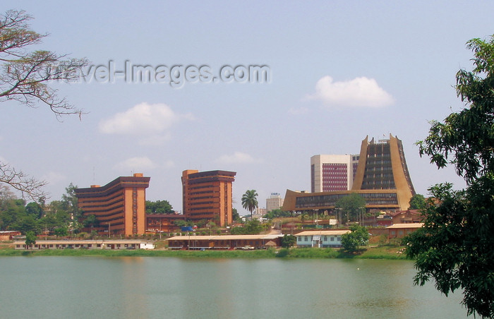cameroon28: Yaoundé, Cameroon: skyline - Municipal Lake and government buildings - photo by B.Cloutier - (c) Travel-Images.com - Stock Photography agency - Image Bank