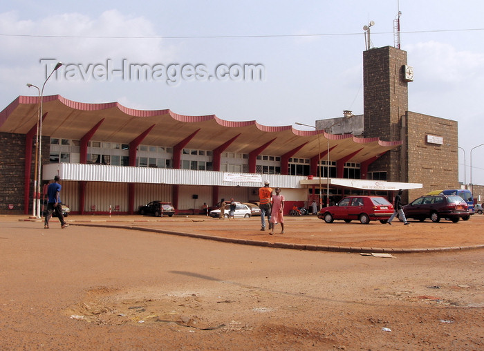 cameroon33: Yaoundé, Cameroon: train station - gare - photo by B.Cloutier - (c) Travel-Images.com - Stock Photography agency - Image Bank