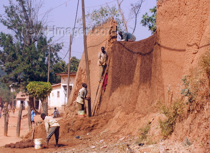 cameroon35: N'Gaoundéré, Cameroon: building a mud wall - African engineering - photo by B.Cloutier - (c) Travel-Images.com - Stock Photography agency - Image Bank