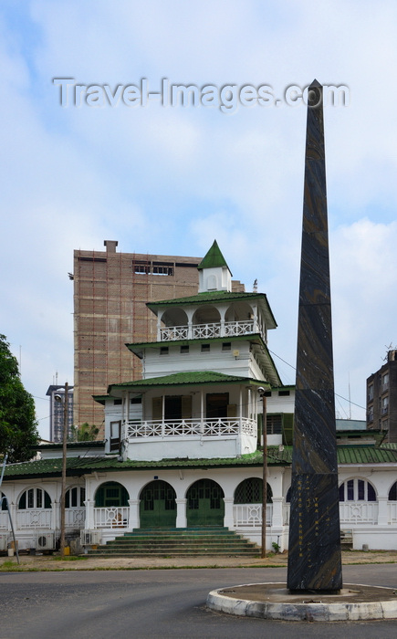 cameroon5:  Cameroon, Douala: the Pagoda, Palace of the Kings Bell and stone obelisk, the Sud-Obelisk, by Faouzi Laataris, erected for the SUD Salon Urbain de Douala - Government Square - administrative quarter, Bonanjo - photo by M.Torres - (c) Travel-Images.com - Stock Photography agency - Image Bank