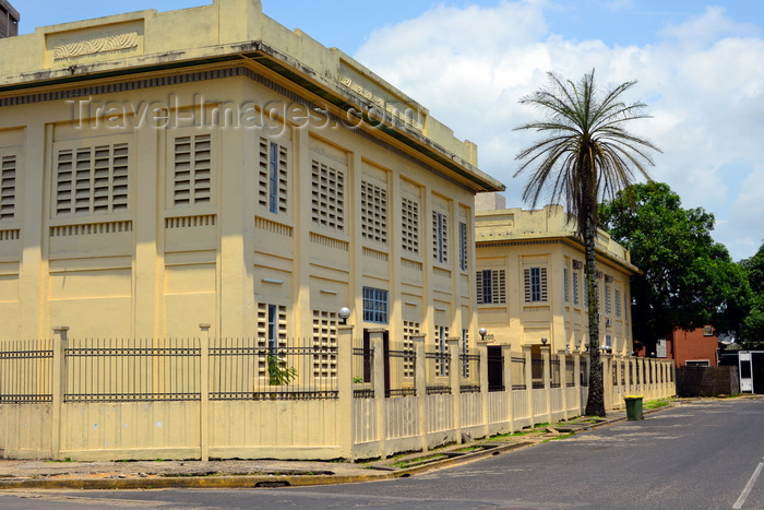 cameroon72: Cameroon, Douala: Palace of Justice - French colonial architecture on Government Square - Court of Appeal of the Littoral province - 1er arrondissement, Bonanjo - photo by M.Torres - (c) Travel-Images.com - Stock Photography agency - Image Bank