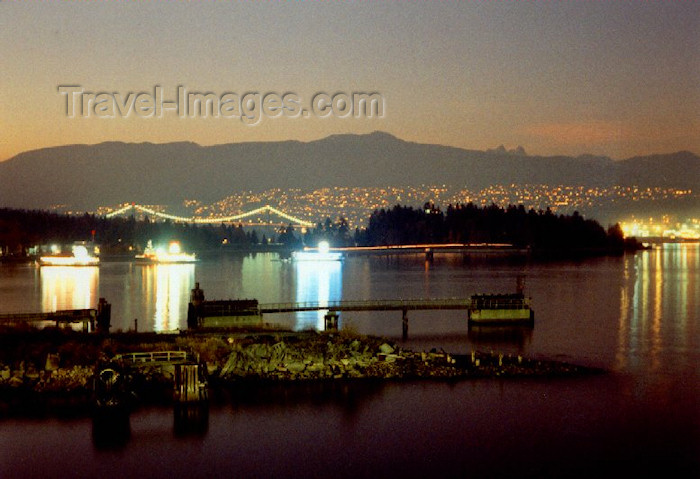 canada1: Canada / Kanada - Vancouver: gold and silver on the water - photo by M.Torres - (c) Travel-Images.com - Stock Photography agency - Image Bank
