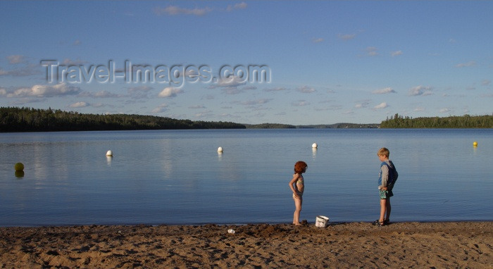 canada105: Canada / Kanada - Saskatchewan: young children playing near the water - birds flying above - photo by M.Duffy - (c) Travel-Images.com - Stock Photography agency - Image Bank