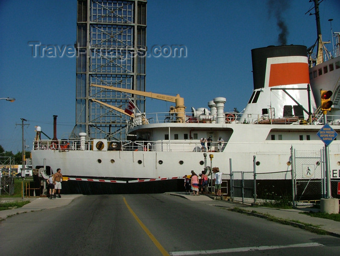 canada118: Canada / Kanada - Lake Erie, Ontario: welland canal system - 8th lock in Port Colborne - waiting for a ship to pass - photo by R.Grove - (c) Travel-Images.com - Stock Photography agency - Image Bank