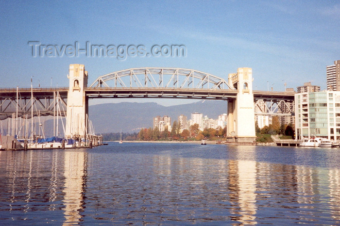 canada12: Canada / Kanada - Vancouver: False creek - pillars - photo by M.Torres - (c) Travel-Images.com - Stock Photography agency - Image Bank