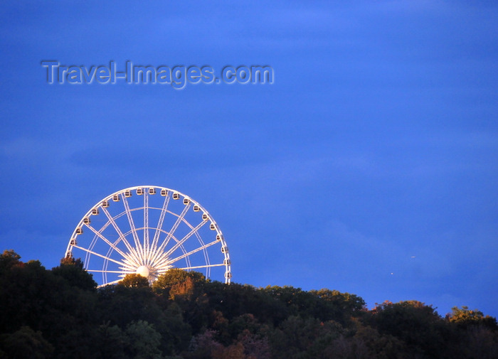 canada123: Niagara Falls, Ontario, Canada: Niagara SkyWheel on Clifton Hill - Ferris wheel and forest - photo by M.Torres - (c) Travel-Images.com - Stock Photography agency - Image Bank