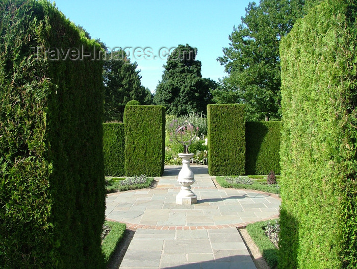 canada132: Niagara Falls, Ontario, Canada / Kanada: hedges and armilla - botanical Garden - photo by R.Grove - (c) Travel-Images.com - Stock Photography agency - Image Bank