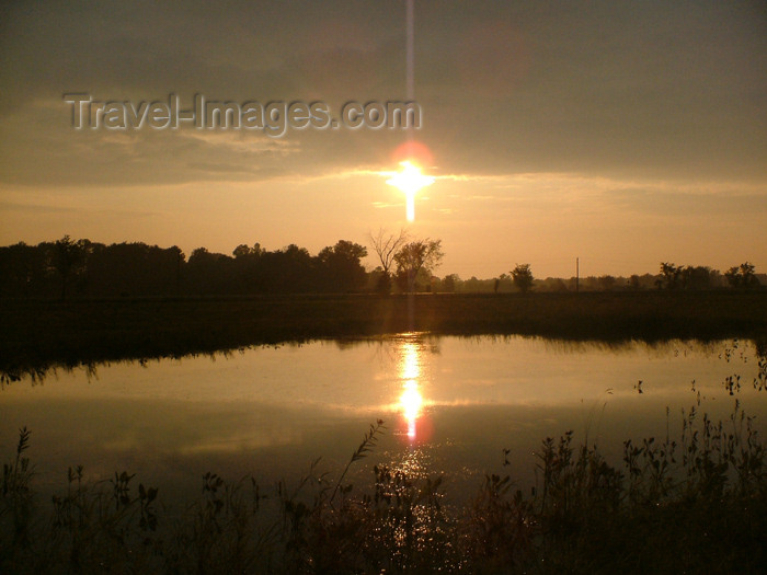 canada140: Pelham / Fenwick - Niagara Region, Ontario, Canada: country pond at sunset - photo by R.Grove - (c) Travel-Images.com - Stock Photography agency - Image Bank