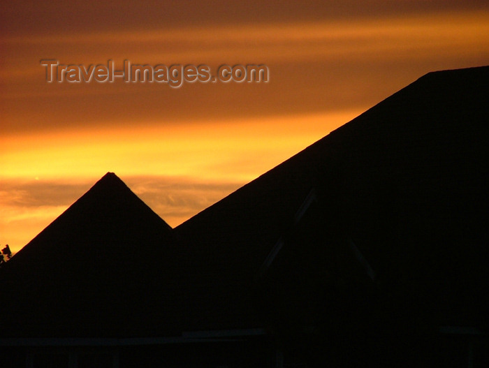 canada141: Welland area, Ontario, Canada / Kanada: house tops at sunset, not the pyramids - photo by R.Grove - (c) Travel-Images.com - Stock Photography agency - Image Bank