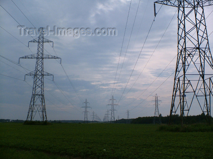 canada145: Pelham - Niagara Region, Ontario, Canada / Kanada: some of many power lines from the Niagara river power plant - electric pylons - truss structure - photo by R.Grove - (c) Travel-Images.com - Stock Photography agency - Image Bank