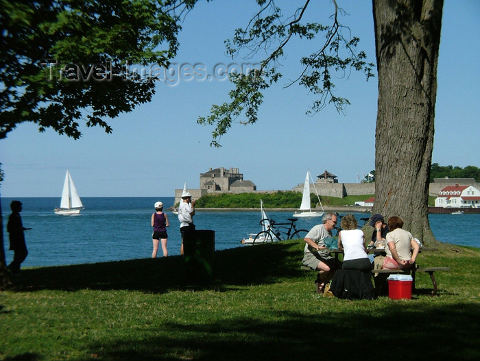 canada151: Niagara on the Lake, Ontario, Canada / Kanada: picnic by the water - photo by R.Grove - (c) Travel-Images.com - Stock Photography agency - Image Bank