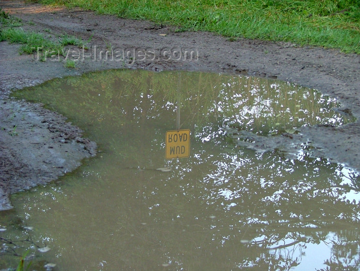 canada153: Fenwick - Niagara Region, Ontario, Canada / Kanada: mud road sign - photo by R.Grove - (c) Travel-Images.com - Stock Photography agency - Image Bank