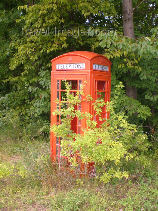 canada154: Fonthill - Niagara Region, Ontario, Canada / Kanada: phone booth in the wild - photo by R.Grove - (c) Travel-Images.com - Stock Photography agency - Image Bank