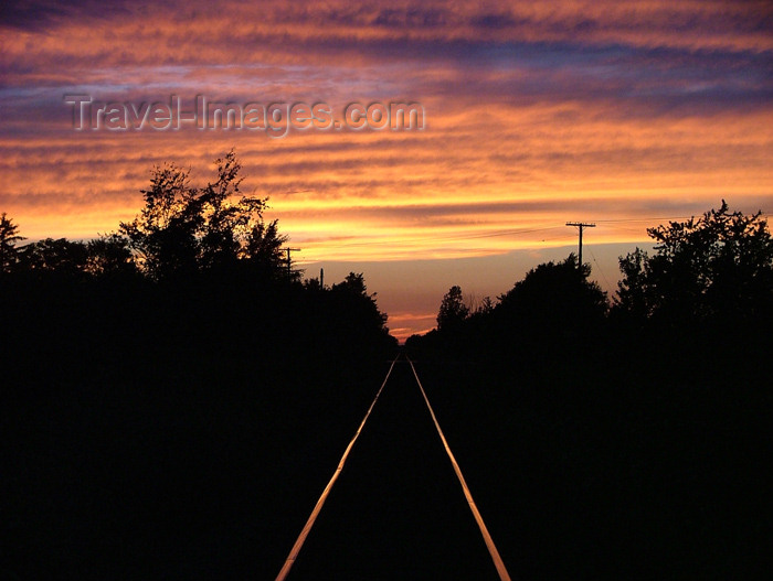 canada156: Canada / Kanada - Pelham / Fenwick, Ontario: railway at dusk - photo by R.Grove - (c) Travel-Images.com - Stock Photography agency - Image Bank
