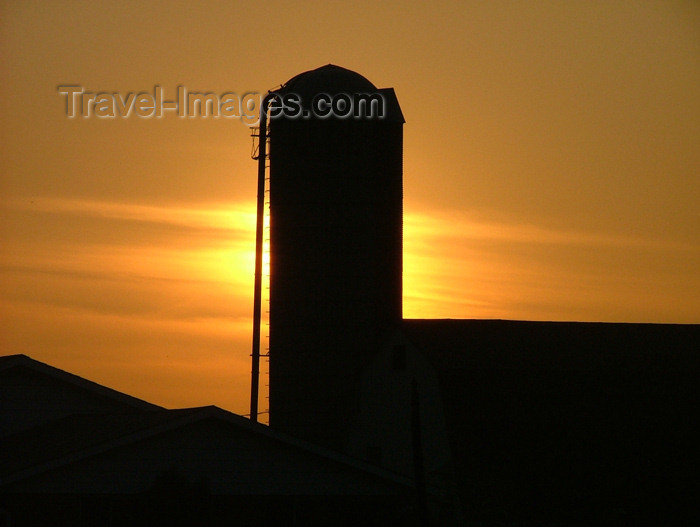 canada157: Canada / Kanada - Pelham / Fenwick area, Ontario: farm silo at sunset - silhouette - photo by R.Grove - (c) Travel-Images.com - Stock Photography agency - Image Bank
