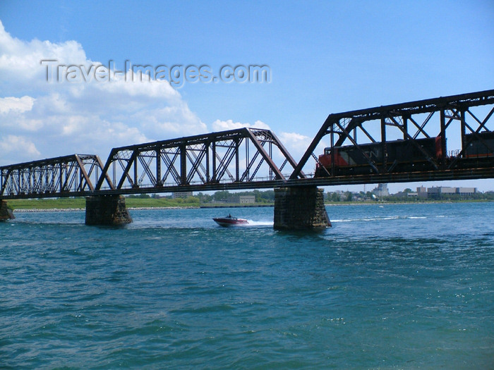 canada165: Fort Erie, Ontario, Canada / Kanada: rail crossing to New York state - truss bridge - treliça - photo by R.Grove - (c) Travel-Images.com - Stock Photography agency - Image Bank
