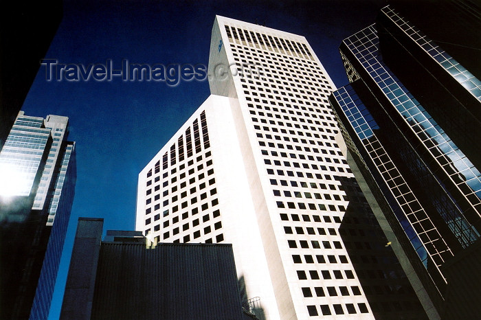 canada169: Canada / Kanada - Calgary (Alberta): looking for space - skyscrapers compete (photo by M.Torres) - (c) Travel-Images.com - Stock Photography agency - Image Bank