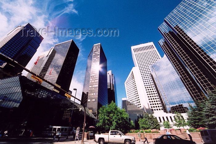 canada170: Canada / Kanada - Calgary (Alberta): surrounded by skyscrapers - urban photo (photo by M.Torres) - (c) Travel-Images.com - Stock Photography agency - Image Bank