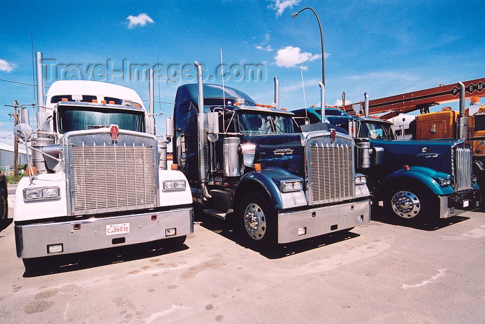 canada178: Canada / Kanada - Calgary (Alberta): Kenworth trucks (photo by M.Torres) - (c) Travel-Images.com - Stock Photography agency - Image Bank
