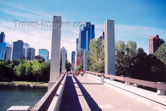 canada185: Canada / Kanada - Calgary (Alberta): Prince Island Park - bridge (photo by M.Torres) - (c) Travel-Images.com - Stock Photography agency - Image Bank