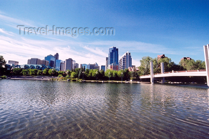 canada187: Canada / Kanada - Calgary (Alberta): skyline seen from Prince island (photo by M.Torres) - (c) Travel-Images.com - Stock Photography agency - Image Bank
