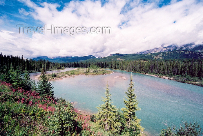 canada189: Canada / Kanada - Canmore (Alberta): over the Bow river - photo by M.Torres - (c) Travel-Images.com - Stock Photography agency - Image Bank