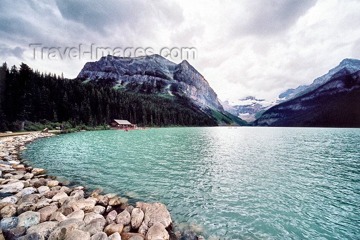 canada198: Canada / Kanada - Lake Louise (Alberta): view towards the Plain of Six Galciers - Banff National Park - Unesco world heritage site - photo by M.Torres - (c) Travel-Images.com - Stock Photography agency - Image Bank