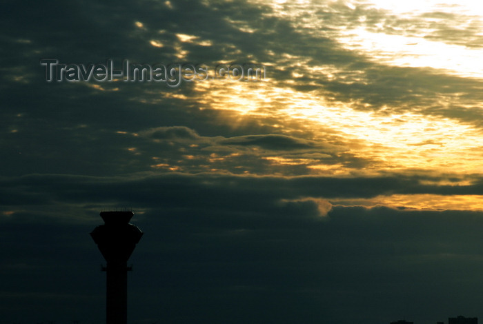 canada20: Mississauga, Ontario, Canada: control tower and sunset sky - Toronto Pearson International Airport - IATA: YYZ, ICAO: CYYZ - photo by M.Torres - (c) Travel-Images.com - Stock Photography agency - Image Bank