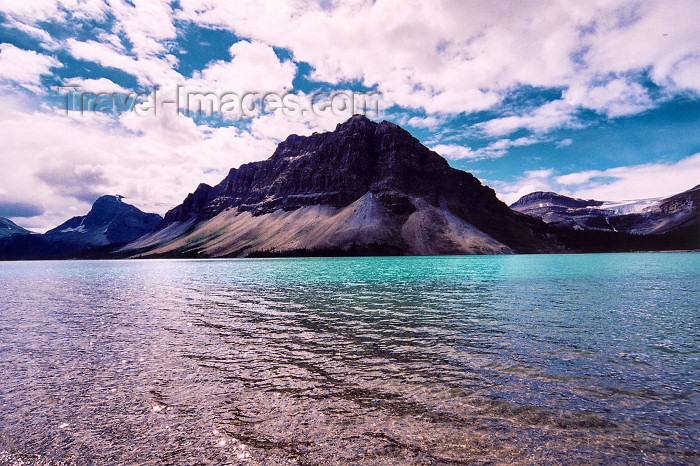 canada206: Canada / Kanada - Icefields Park (Alberta): Waterfawl lake - from the beach - photo by M.Torres - (c) Travel-Images.com - Stock Photography agency - Image Bank