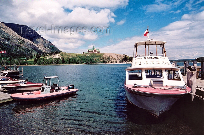 canada211: Canada / Kanada - Waterton, Alberta: on the quay - photo by M.Torres - (c) Travel-Images.com - Stock Photography agency - Image Bank