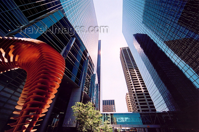 canada213: Canada / Kanada - Calgary (Alberta): the sky is a scarce commodity - skyscrapers in the city center (photo by M.Torres) - (c) Travel-Images.com - Stock Photography agency - Image Bank